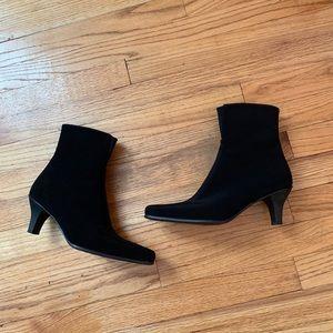 Stuart Weitzman gore Tex black booties Size 8
